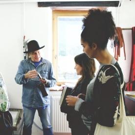 Visite d'étude pour Agathe et Ambre, les créatrices de la marque de maroquinerie Agate Ambrée.